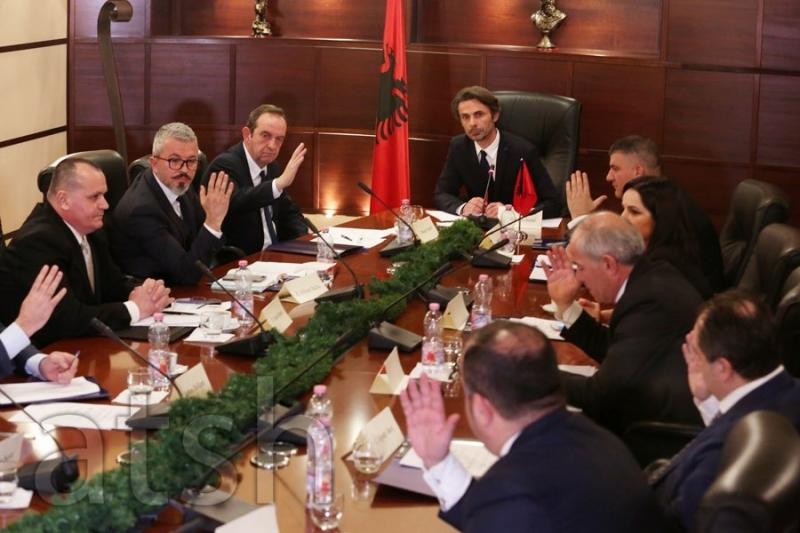 Debate të ashpra, kryetari Ibrahimi braktis mbledhjen e KLP