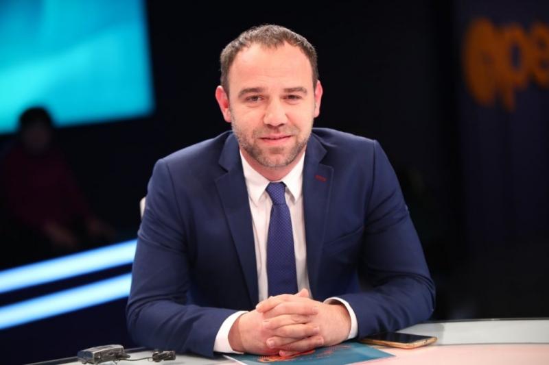 Ervis Iljazaj degjeneron Ralf Gjonin : Je një idiot politik