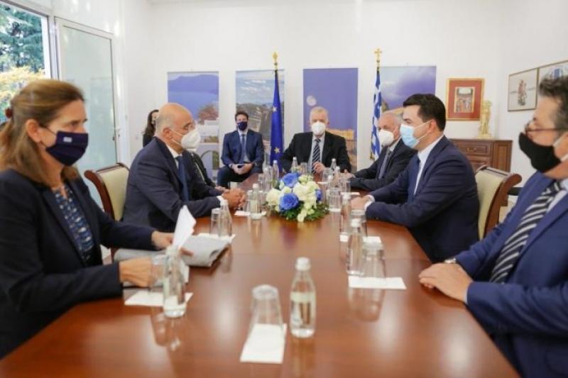 Basha takon ministrin e Jashtëm grek: Çështjet e mbetura pezull të zgjidhen me frymën e mirëkuptimit. Domosdoshmëri anulimi i ligjit të luftës