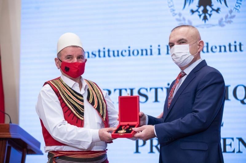 Meta dekoron rapsodin e njohur Viktor Paloka: E ardhmja e kombit mbështetet në forcimin e familjes, Atdheut edhe mbrojtjes së trashëgiminë kulturore