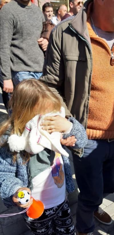 Gazi helmues ndaj fëmijëve