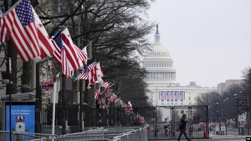 Zëri i Amerikës: Një vend i përçarë shkon drejt një tranzicioni të trazuar pushteti