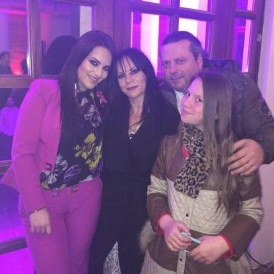 Katër vite pas humbjes së bashkëshortes, festë në shtëpinë e Stefi Priftit, këngëtari marton vajzën