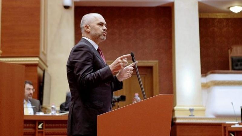 Ish-zyrtari i Ramës: Deputetët kanë sjellë para të kriminelëve
