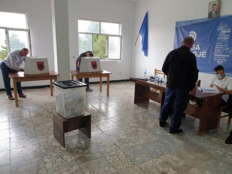 Votimi brenda PD në Tropojë, Paloka: Pjesëmarrje mbresëlënëse. Sot përzgjedhim mes kandidatëve, nesër bashkë për të zhdukur të keqen