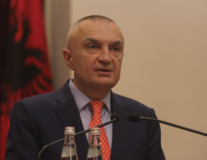"""Presidenti Meta kujton """"1 prillin"""" dhe paralajmëron: 2 marsi do hyjë në histori si nisja e ndërgjegjësimit të shqiptarëve për shenjtërimin e kushtetutës sonë"""