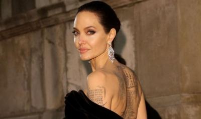 FOTO/ Pamja e Angelina Jolie pa grim është mahnitëse!