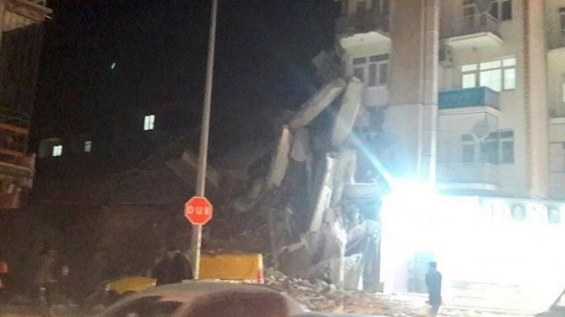 FOTO-VIDEO/Njerëz në rrugë dhe ndërtesa të shembura, ç'po ndodh në Turqi pas tërmetit të fortë