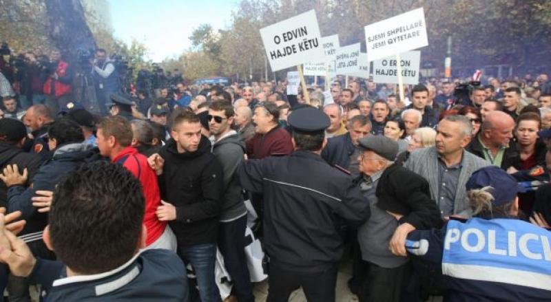 Habit policia, arreston edhe për protestën e sotme jo të dhunshme