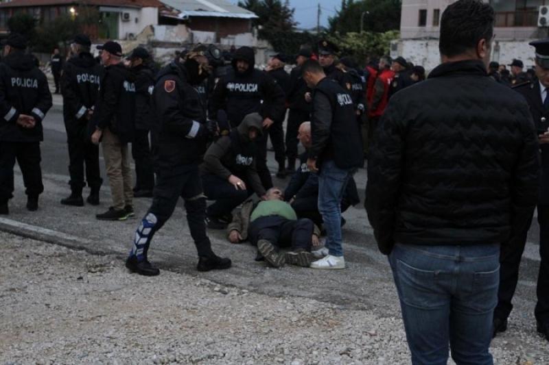Njerëz që u bie të fikët, britma dhe kaos/ Pamjet dramatike të dhunës policore në Astir