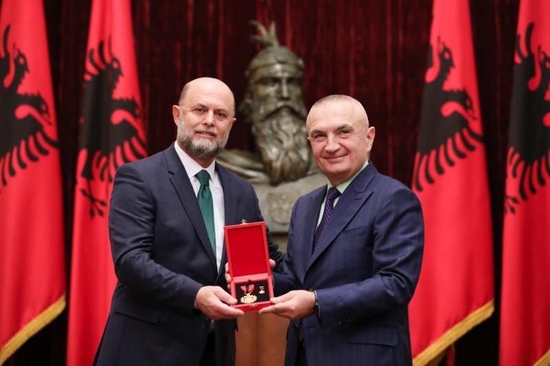 Nderohet si 'Mjeshtër i Madh'/ Presidenti Meta vlerëson aktorin Petrit Malaj: Kontributi i tij është real dhe i prekshëm