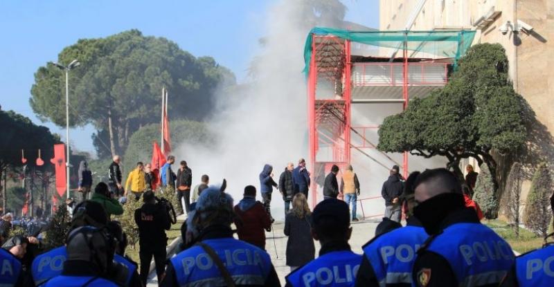 Nesër në ora 10.00 demonstratë e madhe para parlamentit nga opozita