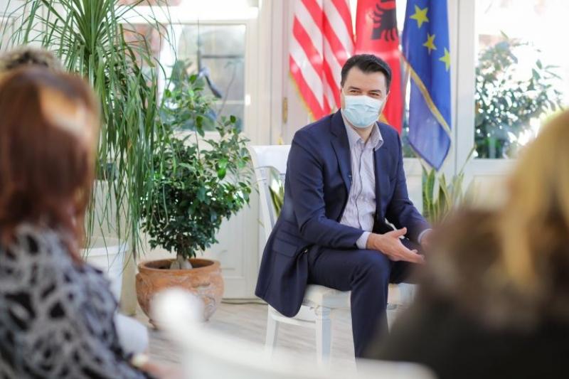 Basha pas takimit me nënat e emigrantëve: Shqipëria është shpopulluar frikshëm, vendit i duhet një qeveri funksionale