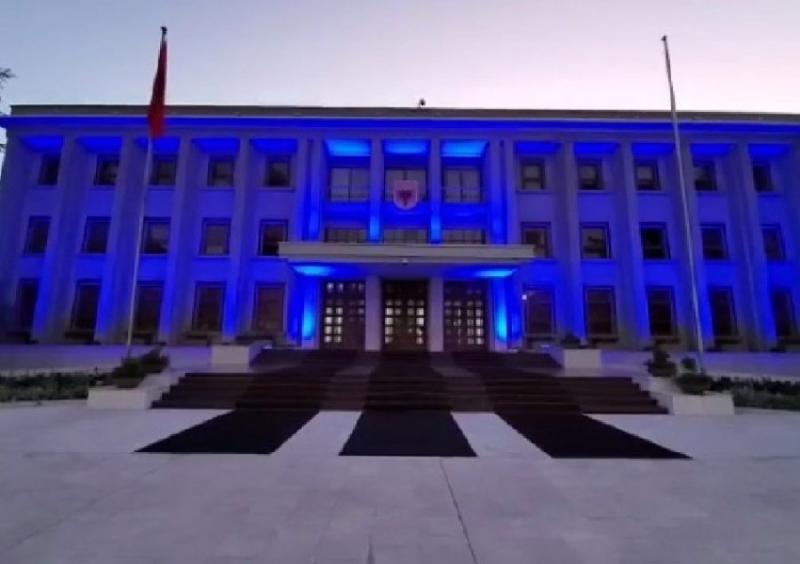 VIDEO/ Presidenca vishet 'Blu', në ditën botërore të Ndërgjegjësimit për Autizmin