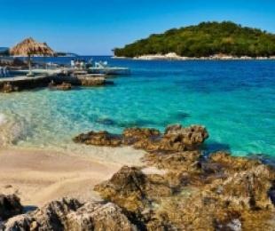 Drama e turizmit shqiptar, asnjë turist në derë, veç tatimorëve për gjoba