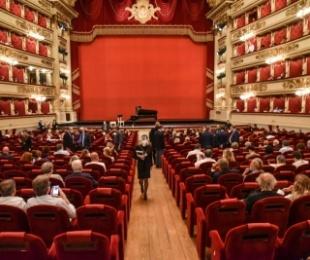 """U mbyll nga pandemia e COVID-19, hapet pas më shumë se 130 ditësh """"La Scala"""" në Milano"""