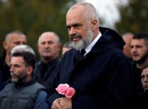 """""""E mirë që mund të na japë Zoti, është largimi jot nga pushteti""""/ Qytetarët """"masakrojnë"""" Ramën (FOTO)"""