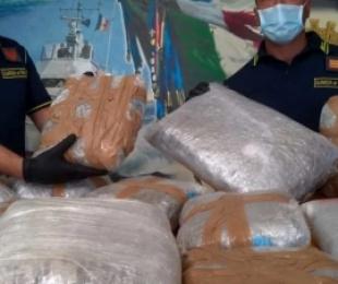 Dërguan afër 4 ton drogë nga Shqipëria në Itali, në pranga shqiptarë e italianë
