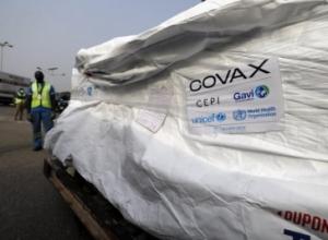 I njëjti program si Shqipëria, shteti i parë në botë merr vaksinat përmes Covax