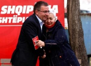"""""""25 prilli, dita e madhe e fitores"""", Luan Rama vlerëson kandidaten e LSI në Vlorë: Avokate e palodhur e interesit publik"""