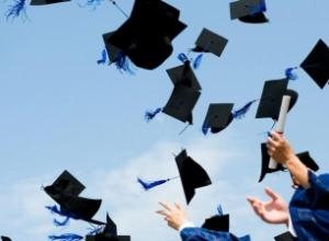Bie numri i doktorantëve të rinj, pas 2018 tre herë më pak diploma