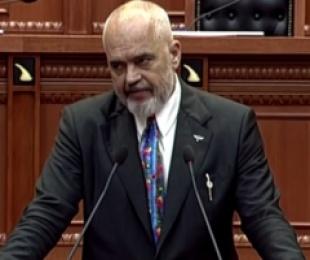 Kryeministri Rama foli në parlamentin karagjoz, ku opozita duartrokiste shefin e Rilindjes