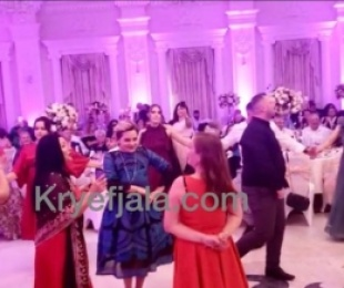 Monika Kryemadhi hedh vallen e Tropojes. Ne krah te Ilir Metes ne dasmen e miqve tropojane.