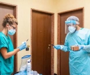 Ulet numri i rasteve të reja me COVID-19 në Itali, 17 të vdekur në 24 orët e fundit